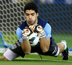 Luis Suárez - in goal!