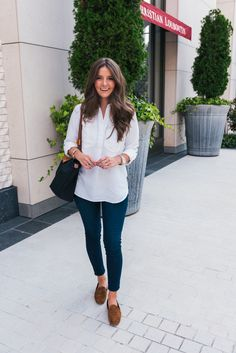 A casual look including a white button down and fitted denim jeans and a few tips to keep in mind during the day