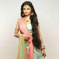 Sita Madirakshi Siya Ke Ram Star Plus Open Hairstyles, Bun Hairstyles For Long Hair, Siya Ke Ram, Bollywood Hairstyles, Indian Colours, Silk Hair, Natural Hair Styles, Long Hair Styles, Bridal Wedding Dresses
