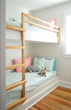 How To Make DIY Built-In Bunk Beds. diy built in wall to wall bunk beds with chihuahua on bottom bunk. See how we made DIY built-in bunk beds, including a ladder and railing, by building simple floating platforms for two twin XL mattresses. Bunk Beds For Girls Room, Bunk Bed Rooms, Bunk Beds Built In, Cool Kids Bedrooms, Bunk Beds With Stairs, Built In Beds For Kids, Bunk Bed Ladder, Build In Bunk Beds, Cool Bunk Beds