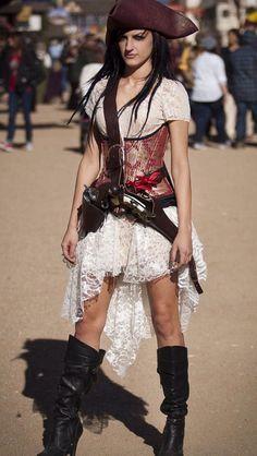 Piratin Kostüm selber machen Make pirate costume yourself Mode Steampunk, Steampunk Pirate, Steampunk Costume, Steampunk Fashion, Gothic Fashion, Pirate Wench, Pirate Woman, Pirate Dress, Pirate Queen