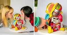 Conjunto de fotos de la torta hecha por Kylie Mangles con la figura de Ralph de los simpson hecho en pastel, el diseño es unico