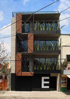 Bâtiment Elisa de la boutique d'architecture (Sonotectura + Refaccionaria) Building Facade, Building Exterior, Building Design, Architecture Durable, Facade Architecture, Chinese Architecture, Futuristic Architecture, Facade Design, Exterior Design