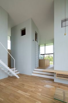 The low shelf wraps around the column and becomes a bench on the other side. I love that! Check it out. House in Ohno, Japan by Airhouse Design, Photos by Toshiyuki Yano | Remodelista