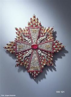 1Breast Star of the Order of the White Eagle Polish (Ruby garnish), Dresden, 1722-1733. Green Vault. VIII 121. 268 rubies, 385 diamonds, gold, silver, partly gilt. 15.7 x 15.2 cm© Dresden State Art Collections