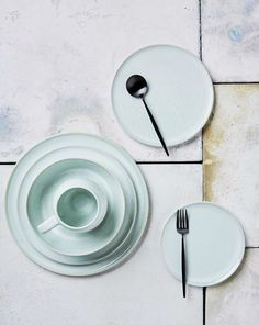Robert Gordon MOSS colored pastel dinnerware.
