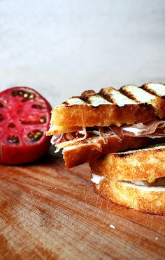 Toasted bread, rubbed with garlic, drizzled with olive oil, sprinkled with salt, moistened with a squeezed tomato and topped with jamón Iberico. Sandwiches For Lunch, Delicious Sandwiches, Wrap Sandwiches, Healthy Sandwich Recipes, Healthy Dinner Recipes, Breakfast Recipes, Healthy Sandwiches, Summer Recipes, Kitchen Recipes