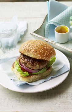 and apple burgers Make a double batch of pork and apple burger mix and freeze for a quick family dinner.Make a double batch of pork and apple burger mix and freeze for a quick family dinner. Pork And Apple Burgers, Pork Burgers, Vegan Burgers, Quick Family Dinners, Family Meals, Barbecue Recipes, Burger Recipes, Pork Recipes, Burger Mix