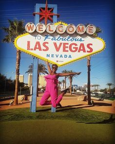 Its #Vegas. It makes you do things. Oh hey @akwikwi! // Travel Well #TravelFly!