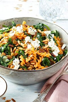 Red lentil noodles with spinach and feta recipe DELICIOUS-Rote Linsennudeln mit Spinat und Feta Rezept Veggie Recipes, Pasta Recipes, New Recipes, Vegetarian Recipes, Dinner Recipes, Healthy Recipes, Cooking Recipes, Spinach Pasta, Spinach And Feta