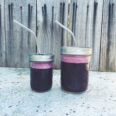 Daterade: Filtered water, frozen blueberries, 10 dates