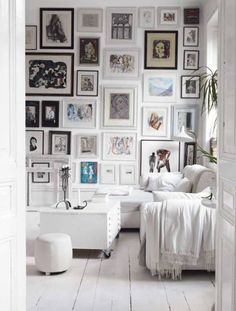 black & white wall decorating