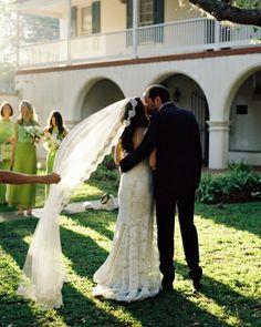 Amazing @Monique Otero Lhuillier gown and veil