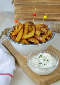 Baked potatoes and their sauce! - side dishes - potato al horno asadas fritas recetas diet diet plan diet recipes recipes Mexican Food Recipes, Diet Recipes, Ethnic Recipes, Tapas, Fries, Side Dishes, Food Porn, Appetizers, Food And Drink