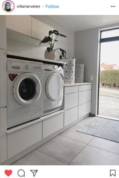 - New Ideas Lave-linge et sèche-linge surélevés :bonne idé. Washroom Design, Laundry Room Design, Laundry In Bathroom, Basement Laundry, Laundry Room Layouts, Laundry Room Organization, Küchen Design, House Design, Design Ideas