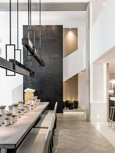 Kelly Hoppen is one of greatest interior design inspirations of all times. Her home projects are an unbelievable source of luxury interior design ideas Kelly Hoppen Interiors, Luxury Dining Room, Dining Room Design, Best Interior Design, Interior Design Inspiration, Furniture Inspiration, Interior Architecture, Interior And Exterior, Room Interior