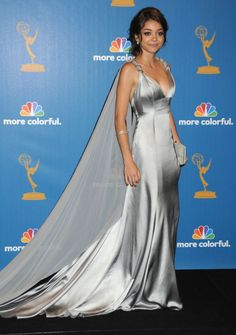Sarah Hyland @ 2010 Emmys..THE TRAIN! I'm starting to really love this girl's style