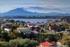 https://flic.kr/p/tB2zrh | Fumarola del Calbuco- Puerto Varas (Patagonia - Chile) | Puerto Varas es la capital turistica del sur de Chile. Ubicada en la Provincia de Llanquihue en la Región de Los Lagos, a orillas del Lago Llanquihue a 1016 kms al sur de Santiago y a 20 kms al norte de Puerto Montt. La ciudad fue fundada en 1853 a partir de la colonizacion principalmente de emigrantes provenientes de Alemania y Suiza hoy cuenta con 32.000 habitantes. Destaca por su belleza escenica, orden y…