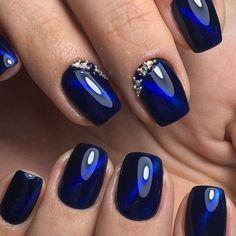 Many cat-eye nails have a mix of dark and bright colors. Photo - 24 ways to do cat-eye nails Stylish Nails, Trendy Nails, Hair And Nails, My Nails, Cat Eye Nails Polish, Magnetic Nail Polish, Nail Lacquer, Gel Nagel Design, Nagellack Design
