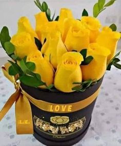 Best 12 Note to Tony… This is what I want for my birthday. Rose Arrangements, Beautiful Flower Arrangements, Beautiful Rose Flowers, Flowers Nature, Wild Flowers, Flower Boxes, My Flower, Roses Only, Rose Flower Wallpaper