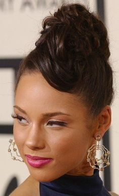 Alicia Keys … ok.ok … she looks nice.was reluctant to pull the trigger o … Alicia Keys … ok.ok … she looks nice.was reluctant to pull the trigger o … # Keys Short Afro Hairstyles, Cute Hairstyles, Medium Hair Styles, Curly Hair Styles, Natural Hair Styles, Alicia Keys Braids, Pull Through Braid, Natural Weave, Fulani Braids