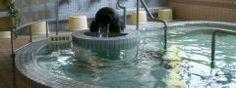 鹿児島市の梅ヶ渕温泉は地元の人たちに愛されている温泉の一つ 鹿児島北インターの近くにあって昔ながらの鹿児島の温泉なのです 入浴料は390円 一日に何度も入りたいってときは800円で大広間で休憩しながら何度も入ることができるんです 通常の営業時間は朝の6時から夜10時30分まで 10年ほど前までは年季の入った施設でしたがリニューアルされてました 泉質はアルカリ性単純温泉美肌効果があるそうですよ  tags[鹿児島県]