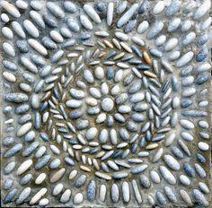 New Diy Garden Stepping Stone Ideas Mosaic Rocks, Mosaic Stepping Stones, Pebble Mosaic, Pebble Art, Mosaic Art, Mosaic Glass, Diy Garden, Mosaic Garden, Garden Art