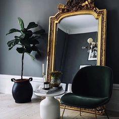 black gold living room ideas black walls giant gilded mirror black gold and crea Gold Interior, Decor Interior Design, Interior Decorating, Decorating Tips, Interior Photo, Design Bedroom, Bedroom Inspo, Luxury Interior, Bedroom Ideas