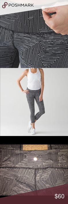 """Lululemon Wunder Under Crop III  *21 1/2"""" In excellent condition / worn once / no pilling / no stains / no tears - there is no tag but it's a size 4 / I'm 5'2 and they fit to my ankles / full on Lycra - no trades lululemon athletica Pants Ankle & Cropped"""
