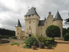 Rivau est une forteresse seigneuriale dont le début de la construction datue duXIII eme siècle