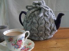 Ravelry: Cabled cafetière & tea cosy pattern by Ruth Churchman, worsted wt yarn, free pattern Tea Cosy Knitting Pattern, Tea Cosy Pattern, Free Pattern, Yarn Projects, Knitting Projects, Crochet Projects, Knitting Tutorials, Knitting Patterns, Crochet Patterns