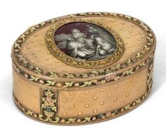 18th century gold box . Swiss made