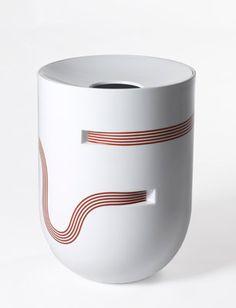 pierre charpin / vase ruban / galerie kreo et manufacture de sèvres / 2008