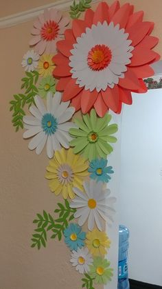 Spring Daisy Paper Flower set for house decor.Decorating your home with paper flowers can add a effect to your home decorations. Paper Flowers Craft, Paper Flower Wall, Giant Paper Flowers, Flower Crafts, Diy Flowers, School Board Decoration, School Decorations, Mobil Origami, Diy Design