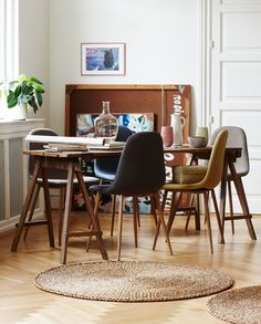 Elegant designer chairs in four different colours. In stores from today. Blue, grey, brown and yellow, Price DKK 348,00 / SEK 478,00 / NOK 498,00 / EUR 39,00 / ISL 9798 NB! The chairs are not available for purchase in Ireland and the UK. Søstrene Grene's interior catalogue is available online at www.sostrenegrene.com. You can find the link in the bio. #chairs #newcollection #interior #inspiration #sostrenegrene #søstrenegrene #grenehome