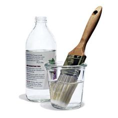 5 of the Best Nontoxic Cleaners You Aren't Using / Vinegar Cleans Paint Brushes / Boil a cup of white vinegar and rest hardened bristles in it overnight Cleaners Homemade, Diy Cleaners, Cleaning Solutions, Cleaning Hacks, Cleaning Paint Brushes, Paint Storage, Green Cleaning, Cleaning Copper, Natural Cleaners