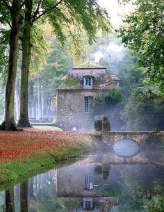 """: """"Château de Courances in the mist """""""
