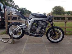 Guy Martin's 320 hp Martek  GSXR turbo. Looks like a Spondon swingarm...