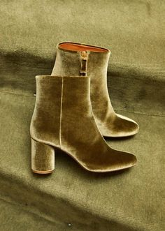 Lea Green Velvet Boots by Sezane Paris. Comfortable French girl Parisian style!