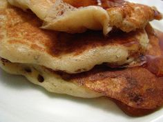 Healthy, delicious and easy Banana Pancake Recipe with no oil for kids and adults. Easy Banana Pancake Recipe, Banana Pancakes, Sourdough Pancakes, Mediterranean Fish Recipe, Vegetarian Paleo, 3 Ingredients, Fish Recipes, Food Videos, Crepes
