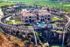 """3,330 curtidas, 41 comentários - MANSION KINGS ™ (@mansion_kings) no Instagram: """"Palazzo Steyn Valued at $25 million, the 32,000 square foot mega mansion features 7 bedroom suites,…"""""""