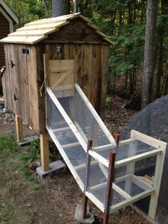 Summary: At the onset of building chicken coops, one must lay out chicken coop blueprints. The chicken coop designs should cater to all the aspects vital for chicken farming. Chicken Coop Designs, Backyard Chicken Coop Plans, Backyard Coop, Small Chicken Coops, Easy Chicken Coop, Building A Chicken Coop, Chickens Backyard, Chicken Ideas, Chicken Runs