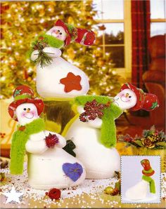 Showmen part 1 Felt Christmas Decorations, Christmas Stockings, Christmas Crafts, Christmas Ornaments, Holiday Decor, Holidays And Events, Snow Globes, Snowman, Diy