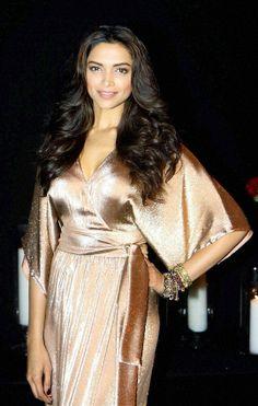 Deepika Padukone Parties With Aamir Khan, SRK, Ranveer, Farhan - Deepika Padukone at her bash. Bollywood Fashion, Bollywood Actress, Deepika Padukone Makeup, Deeps, Katrina Kaif Hot Pics, Sr K, Beautiful Indian Actress, Indian Girls