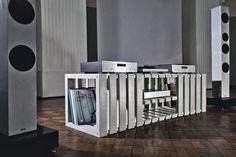 Thorax: Um ein möglichst vibrationsarmes Hifi-Möbel zu erschaffen, hat man bei Kompatibel Design auf den Werkstoff Beton gesetzt. Thorax ist ein niedriges Regalsystem, das mit drei verschiedenen Grundformen auf unendliche Möglichkeiten...