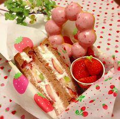 いちごのフルーツサンドお弁当 (Strawberry Fruit Sandwich Lunch)