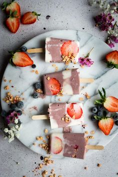 Take your Acai Smoothie Bowl to the next level by turning into these acai granola breakfast popsicles!