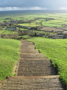 Breathtaking views from Glastonbury Tor in England. England Ireland, England And Scotland, Places Around The World, Around The Worlds, Glastonbury Tor, Prince, Cool Landscapes, British Isles, Monet