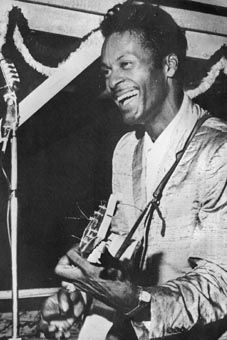 """Charles Edward Anderson """"Chuck"""" Berry (born October is an American guitarist, singer and songwriter, and one of the pioneers of rock and roll music. Rock N Roll Music, Rock And Roll, Chuck Berry Guitar, Thing 1, Jazz Musicians, Hollywood Stars, Gloss Matte, Berries, Blues"""