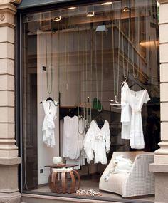 Porada arredi srl interiors window displays в 2019 г. Fashion Shop Interior, Clothing Boutique Interior, Boutique Decor, Boutique Design, Shop Interior Design, Retail Design, Fashion Store Design, Boutique Window Displays, Window Display Retail